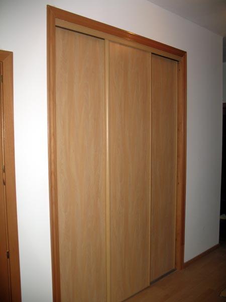 Casa de madera casas prefabricadas foto armario ampotrado for Puertas prefabricadas