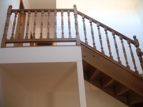 Fotos de escaleras escalera de madera para interiores for Imagenes de interiores de casas